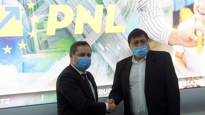 """PNL Ialomiţa """"înghite"""" Partidul Ialomiţenilor"""