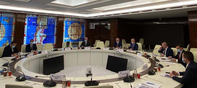 """Primarii """"strâns uniţi"""" în AMR, iată ce au cerut şi ce au obţinut de la Guvernul României"""
